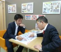 私は営業担当ですので、梶本さんとはかなり細かい打ち合せをさせて貰っています。