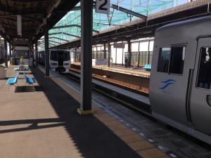 宇多津駅でドッキング