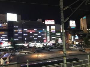 夜の名古屋駅新幹線フォーム